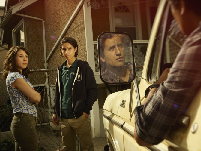 Elizabeth Rodriguez as Liza, Lorenzo James Henrie as Chris and Cliff Curtis as Travis - Fear the Walking Dead