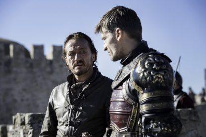 Jaime Lannister et Bronn s'interroge sur la raison de leur présence à Port Réal.