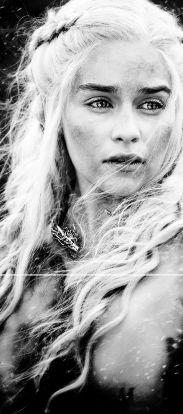 Daenerys Targaryen, incarnée par Emilia Clarke dans Game of Thrones (HBO)